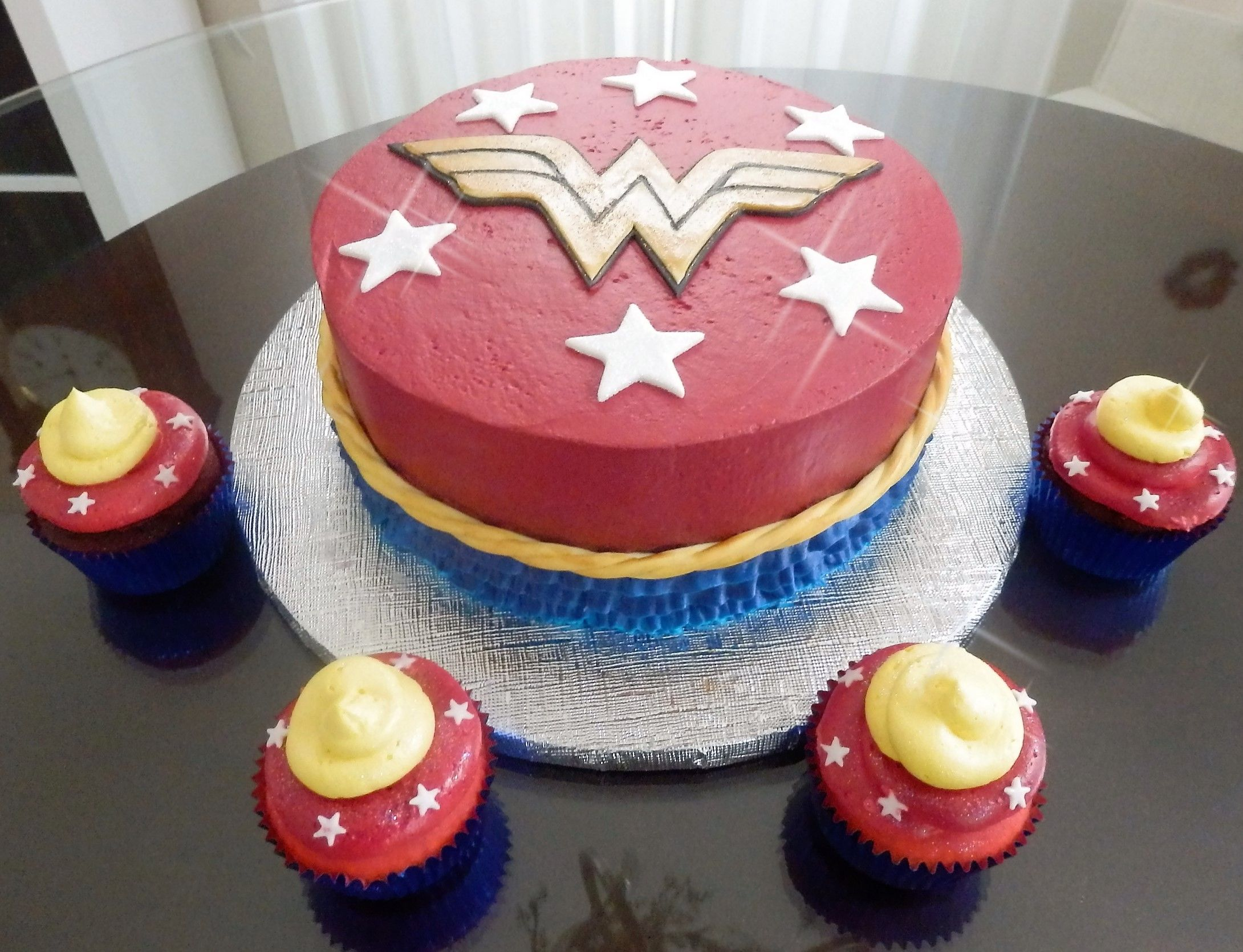 Wonder Woman Cake And Cupcakes Wonder Woman Birthday Cake