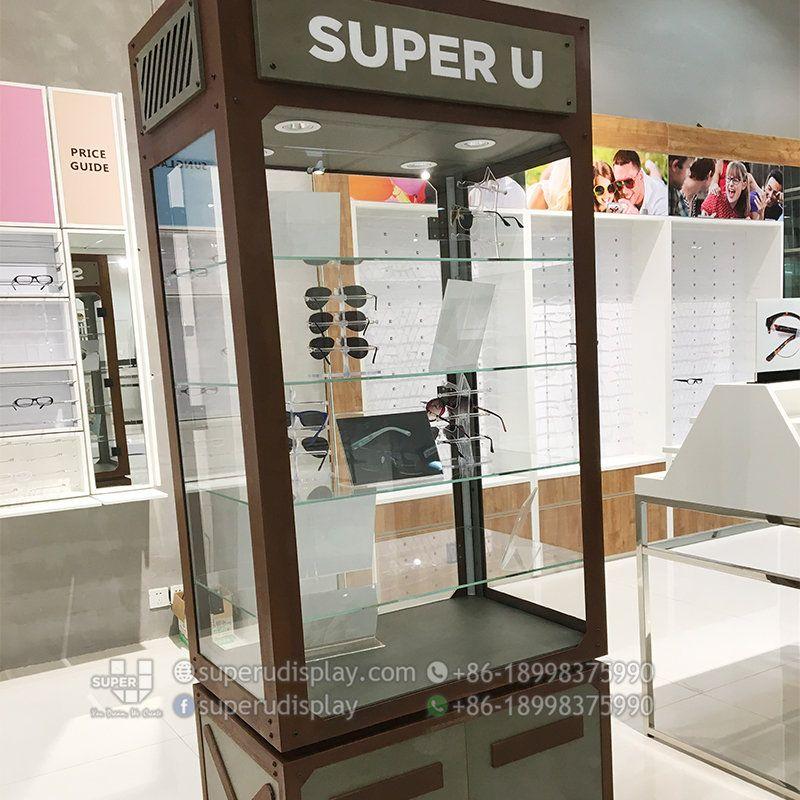 f317107b94 Gabinete Exhibidor Iluminado con Terminado Oxidado para Gafas Solares -  Diseño y Fabricación de Mobiliario Comercial