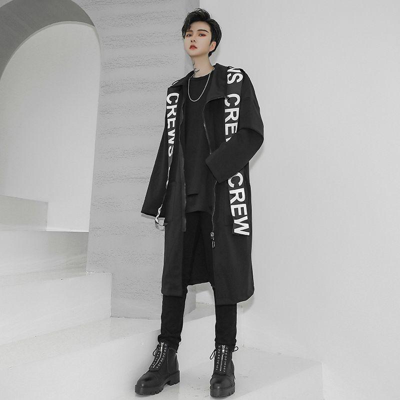 病みかわいいゴスロリ、サブカル系ファッション専門店【天使と悪魔 サブカル系ファッション SEASONZ】です✡️   エッジの効いたビッグロゴがビジュアル抜群なアウターです。 Tシャツにさらっと羽織るだけでカジュアルにコーデが決まる大人モード系のアウターです。 ストリート系や黒コーデ好きな方にもおススメなトップスです。 ◎このような方におすすめ モード系好きな10代、20代メンズ 黒コーデ好きな10代、20代メンズ 人と被らない個性的なファッション好きな方 ◆サイズ(cm) Mサイズ  着丈101 胸囲118 肩幅64 袖丈45  Lサイズ  着丈102 胸囲120 肩幅65 袖丈47 XLサイズ 着丈103 胸囲124 肩幅66 袖丈49
