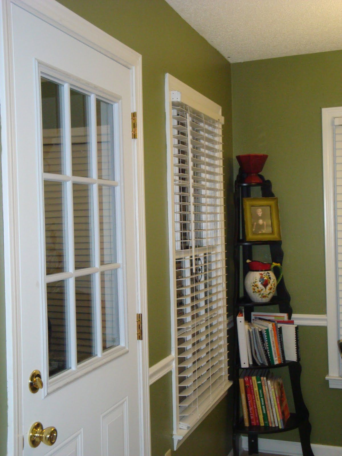 i like this color green bold but not bright valspar from on valspar paint colors interior id=73313