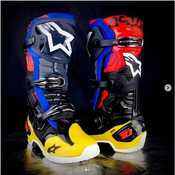 The Tech 10 Has Set The Standard For Motocross Boot Performance And Protection For Well Over A Decade And For Summer The Complet Dirt Bike Boots Mx Boots Boots