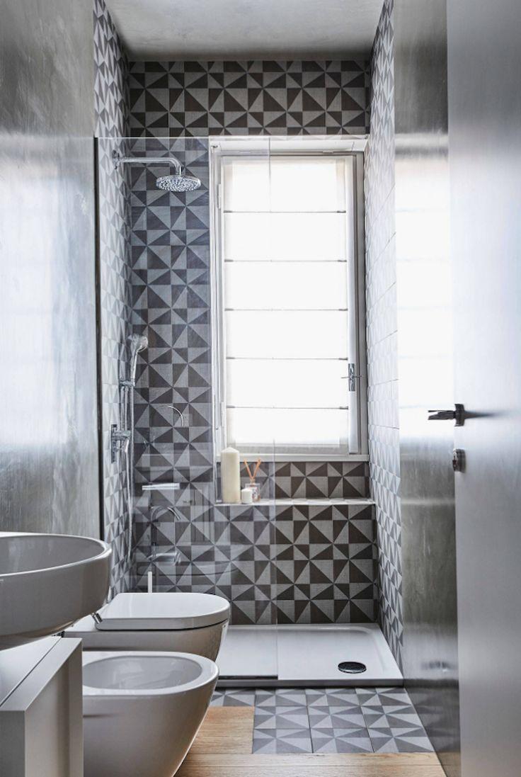 dusche vor fenster badezimmer einbauen installieren. Black Bedroom Furniture Sets. Home Design Ideas