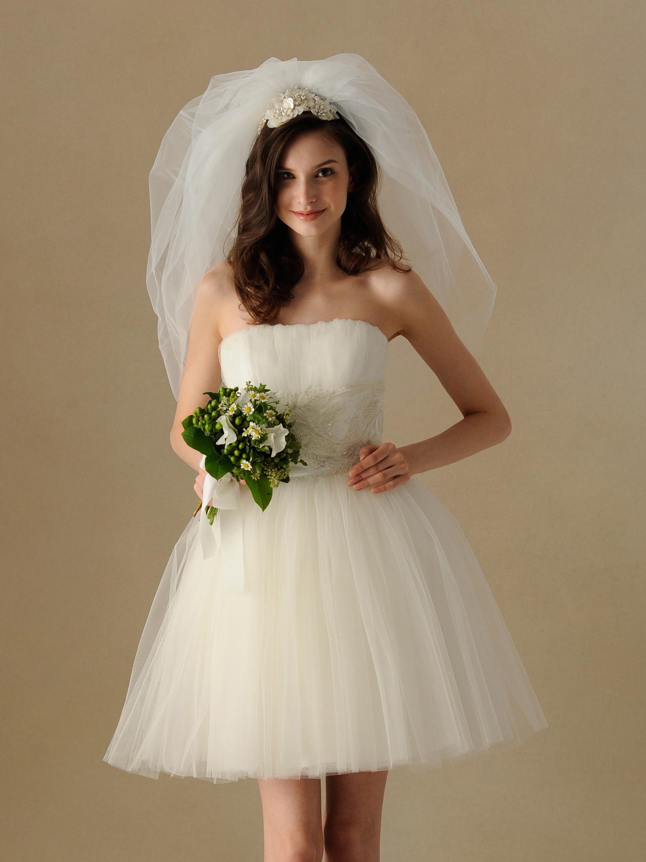 チュールの繊細さと上品さを併せ持ったミニ丈ドレス | TAKAMI BRIDAL AOYAMA