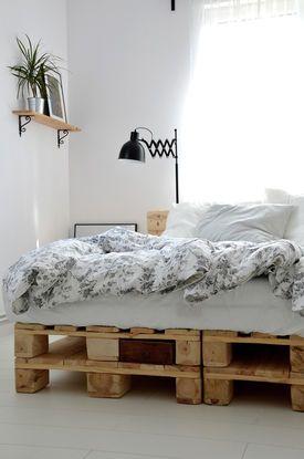 łóżko Z Palet Wnętrza W 2019 Wystrój Sypialni Wystrój I
