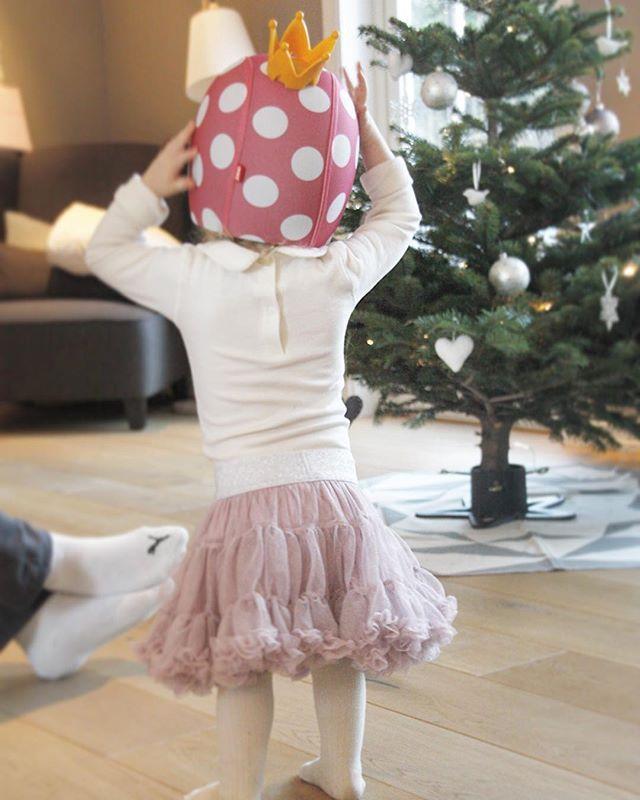 Mini hadde en super feiring i går Hun løp for det meste rundt og gjorde seg til, skikkelig stas med bursdag ⭐️www.carmell.no⭐️