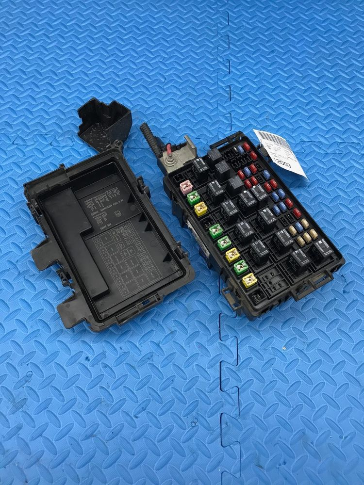 Chevrolet Gm Part Engine Relay Fuse Power Distribution Junction Box 25801018 Gm Junction Boxes Relay Fuse Box