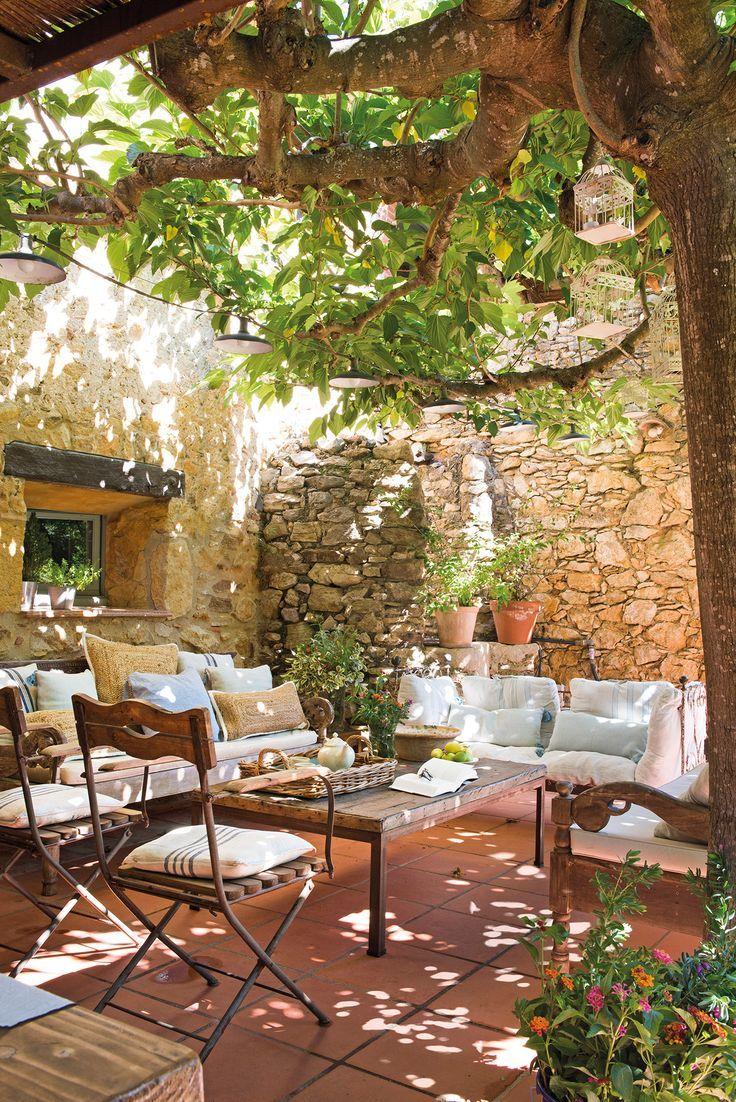 Petite Cour Ombragée Murs En Pierre Maison Jardins