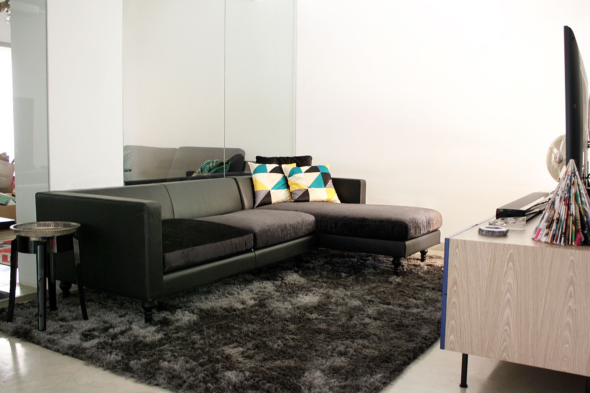 Contemporary Living Room Bombox Sofa Zientte Houston Modern