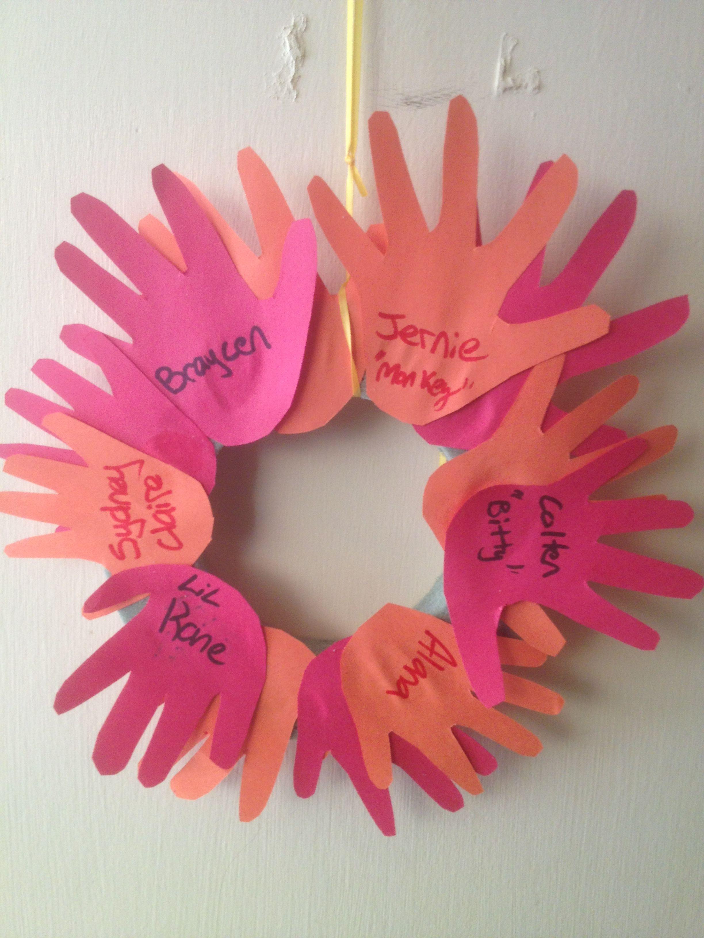 Handprint door wreath. Daycare kids. Fall crafts. Toddler activities