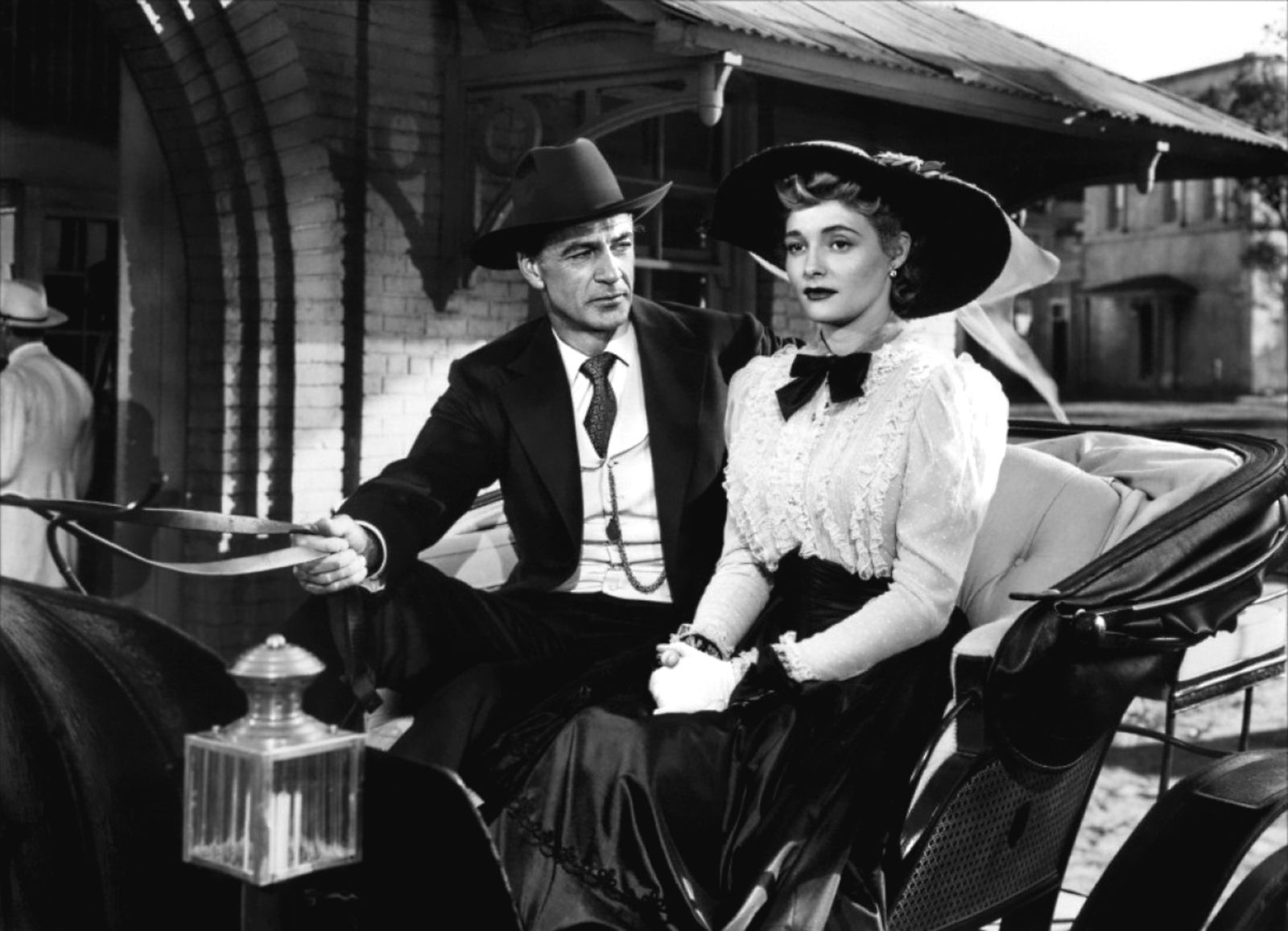 bright leaf is a 1950 film drama directed by michael curtiz and starring gary cooper