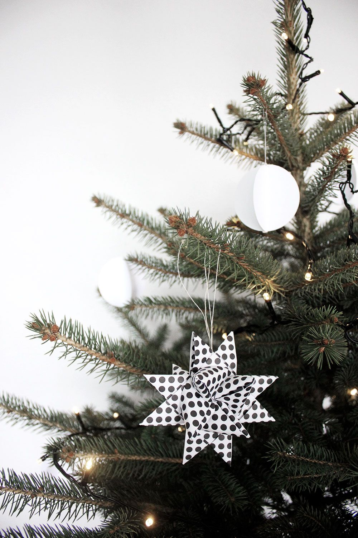 Weihnachtsbaum Schwarz Weiß.Unser Weihnachtsbaum Schlicht In Schwarz Weiß Noel Christmas