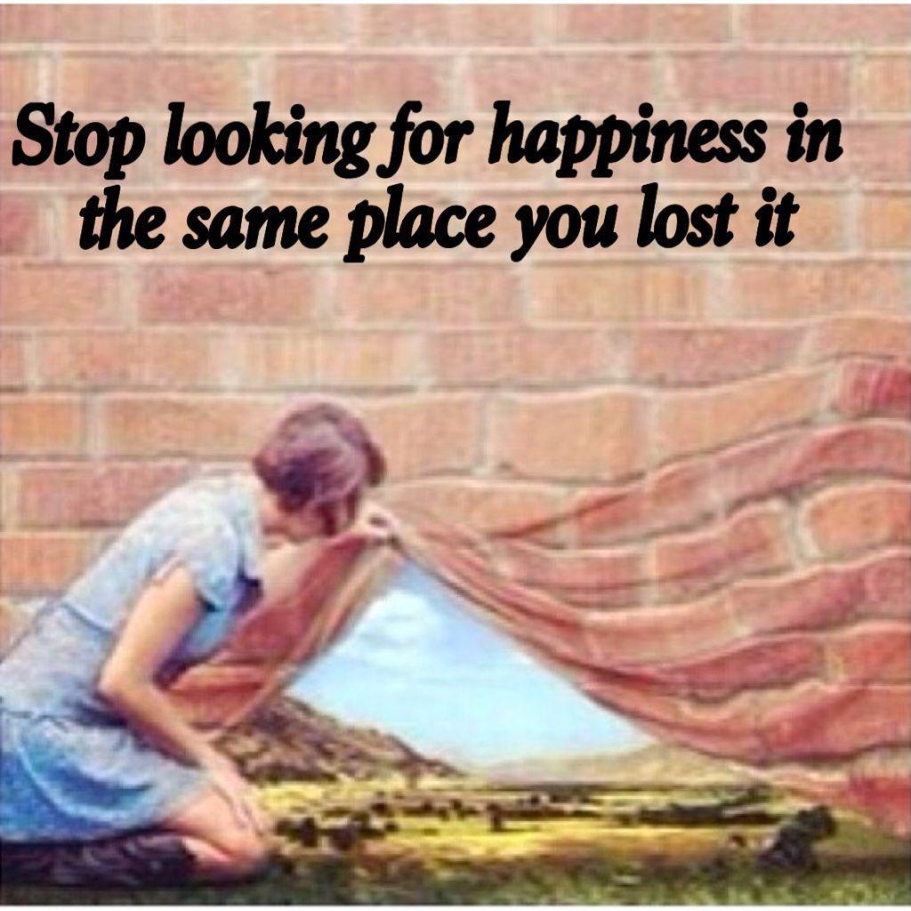 توقف عن البحث عن السعادة في نفس المكان الذي فقدها فيه Arab Best Tdarab اسماء كاريزما تحفيز تدريب تطوير تاريخ امثال تخطيط ايجابية شخ Management Quotes Happy
