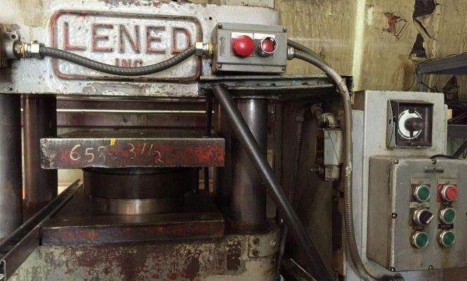 Burlington Vinyl Record Plant Pressing Machine Vinyl Records Vinyl All About Music