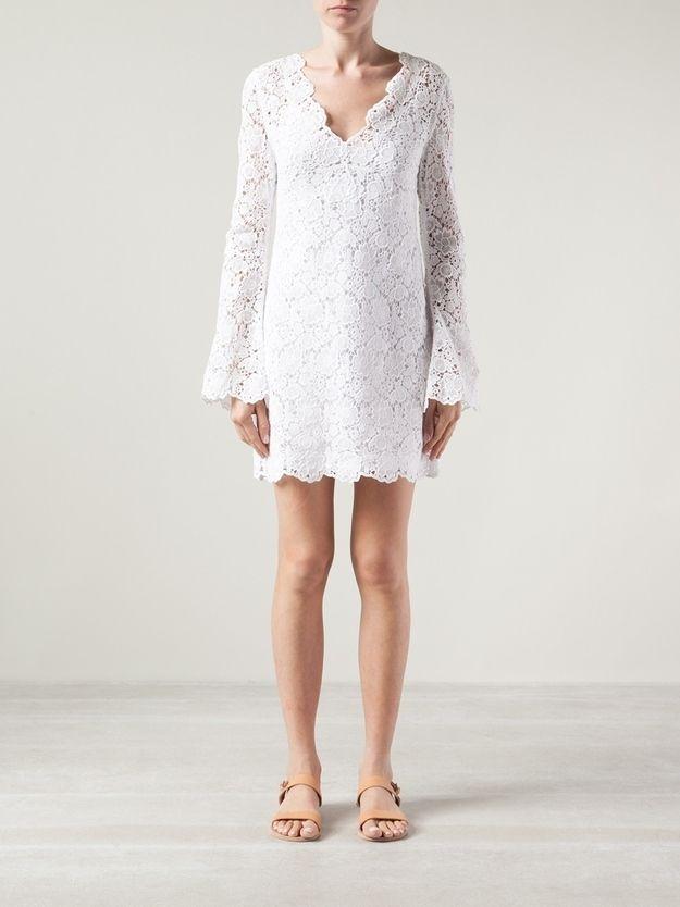 O jeito que as mangas desse vestido suavemente esvoaçam. | 51detalheslindos de vestidos de casamento civil que farão você desmaiar