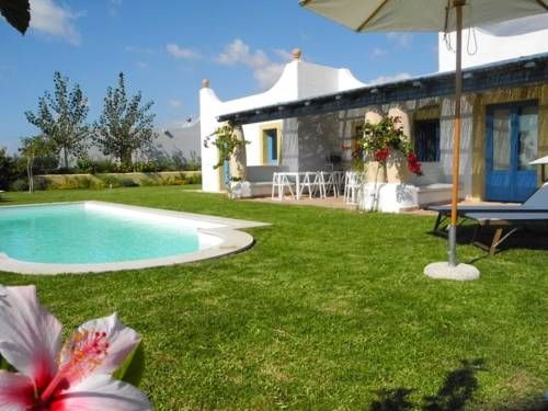Villa Sampieri 7158 Sampieri Situated in Sampieri in the Sicily Region, 22 km from Ragusa, Villa Sampieri 7158 features a seasonal outdoor pool and children's playground. Noto is 33 km away.  All units include a TV with satellite channels.