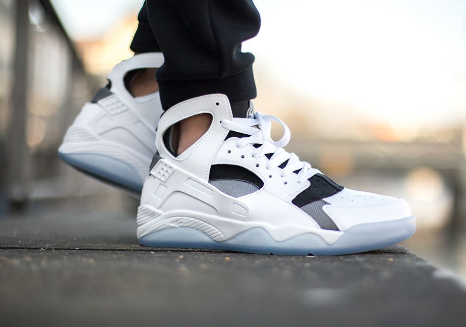 Nike Air Flight Huarache: White/Grey