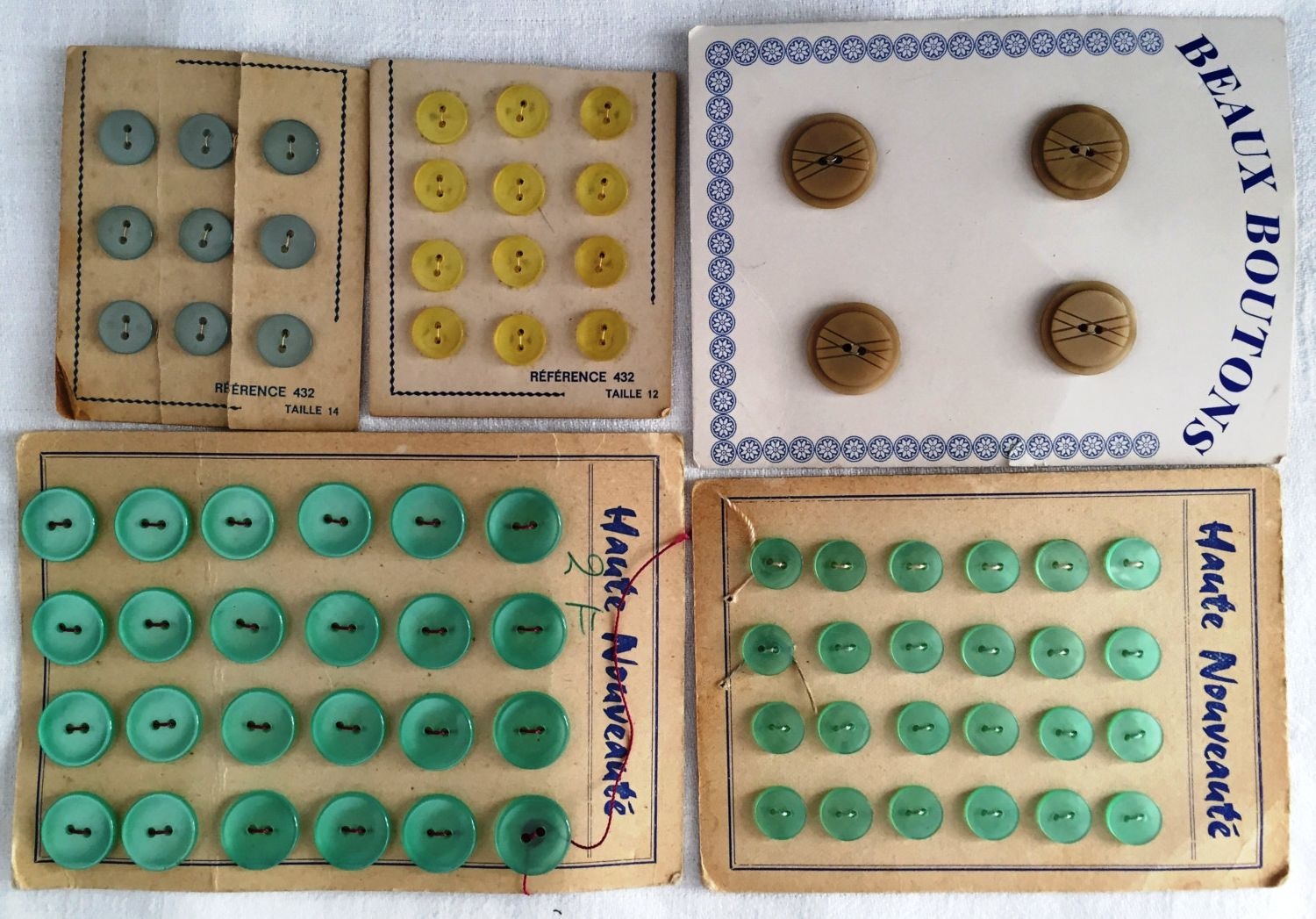 Set of vintage button display cards * Turquoise light blue écru yellow buttons collection * French vintage Haute Nouveauté 0.47'' to 0.86'' by ExcusemyFrenchShop on Etsy
