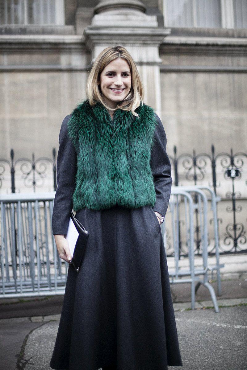 Fotos de street style en Paris Fashion Week: chaleco de piel