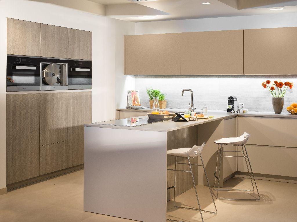 Wat kost een keukenwerkblad foto for Eettafel modern