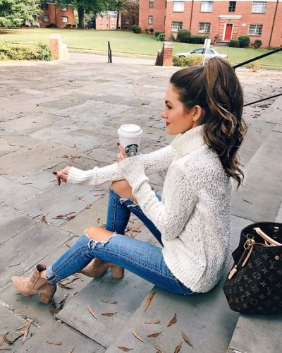 Bouncy ponytail looks very attractive with wavy hair and also with straight long hair. You can curl or wave your hair with curler or hair straightener to give messy look. #thanksgivingoutfitswomen