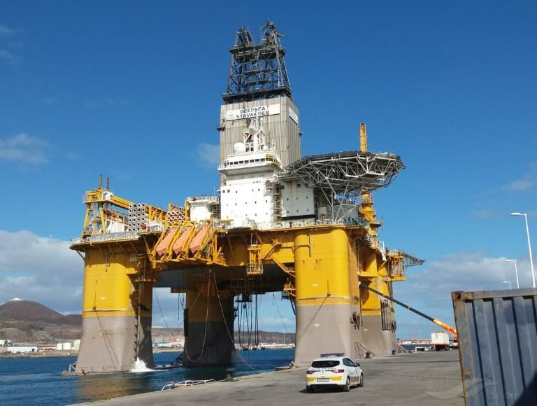 Total S Oil Gas Drilling Rig Arrives In Cape Town In 2020 Drilling Rig Cape Town Oil And Gas