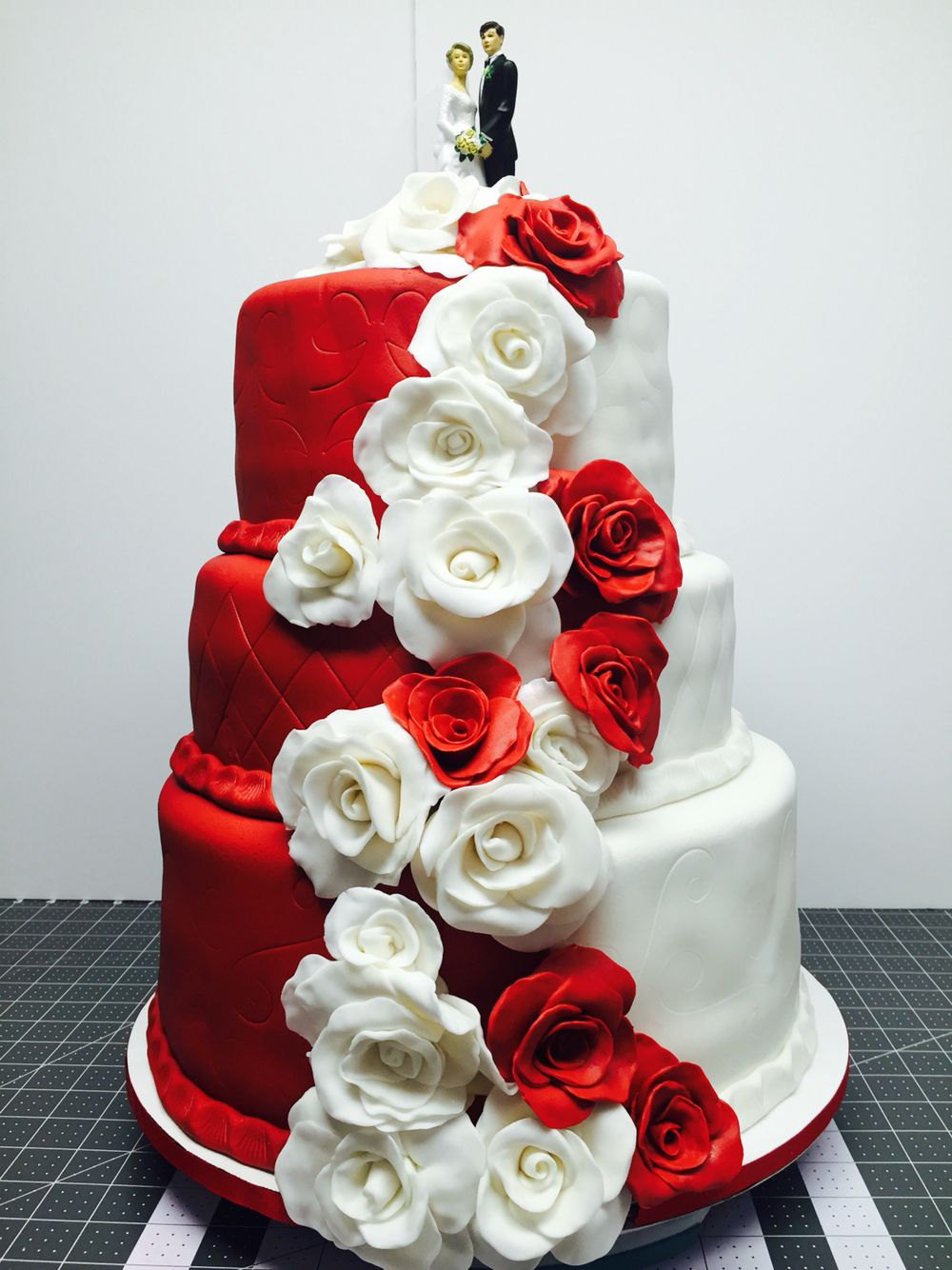 Red u white wedding cake cakes by faby my own creations