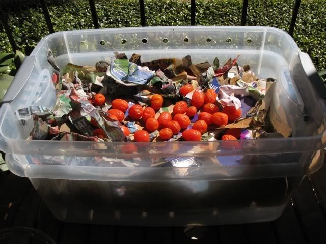 Make a small compost bin for an apartment or dorm room. Can\'t wait ...