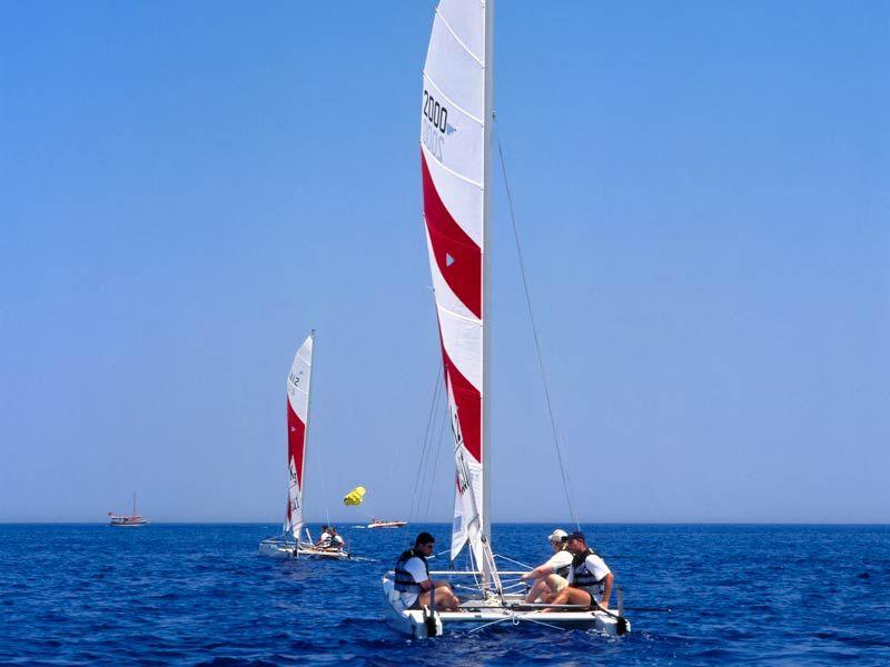 Katamaran segeln sport  Katamaran fahren im ROBINSON Club Camyuva. Wassersport-Angebot ...