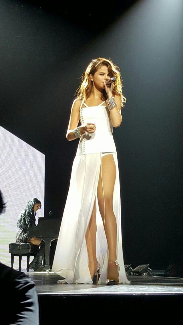 Selena Gomez Wallpaper   lovely celebs   Pinterest   Beine und Musik
