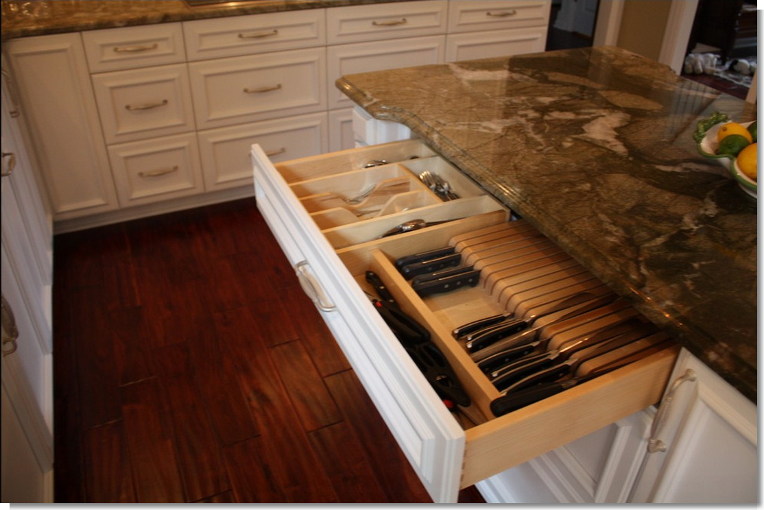 Love this idea of knife storage i would like this on the bottom