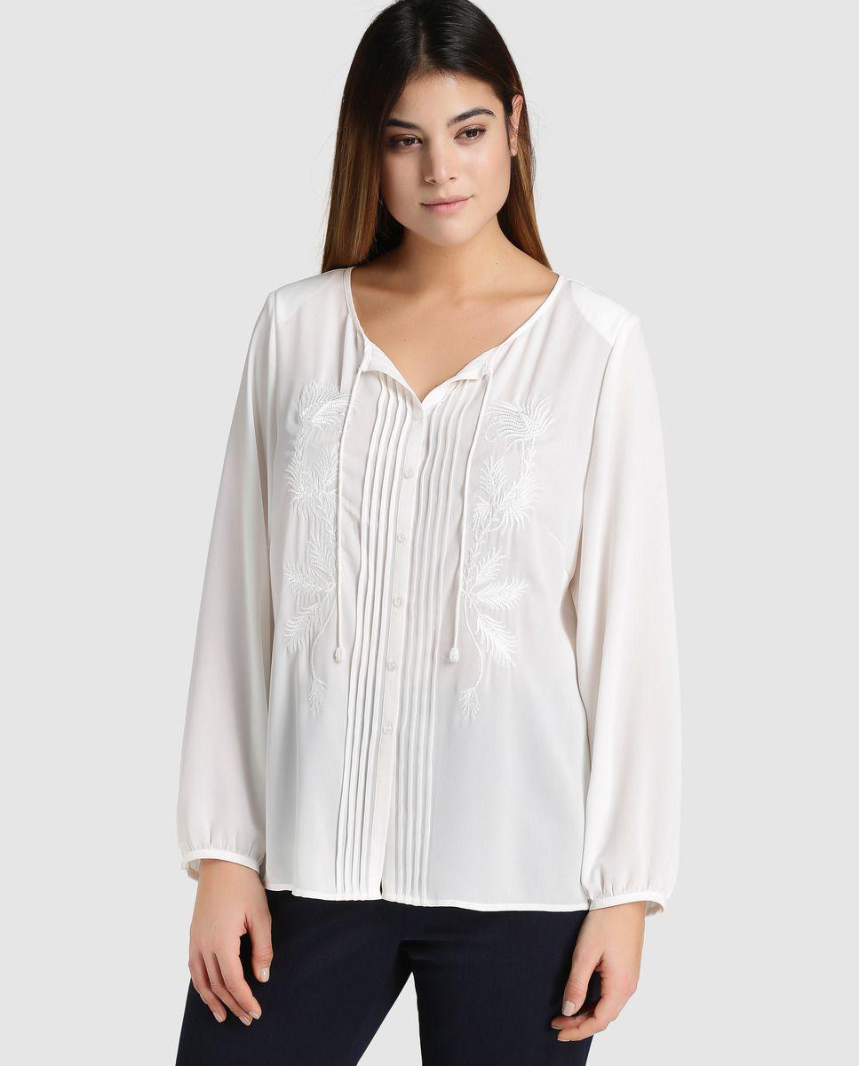 f69c7a7dc70b Blusa blanca de mujer talla grande Antea Plus con bordados · Antea ...
