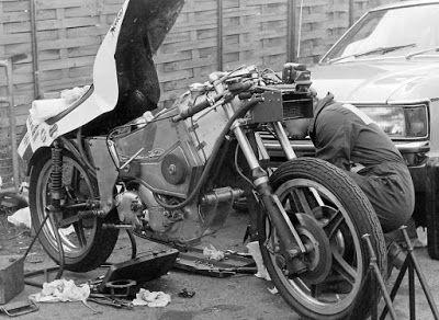 El Corra Motors: naked JPS Norton