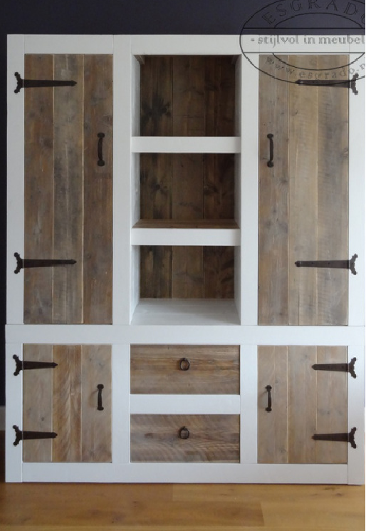 Creative ideas on beautiful furniture made out of recycled pallets pallet closet mudroom and for Zapateras para closet