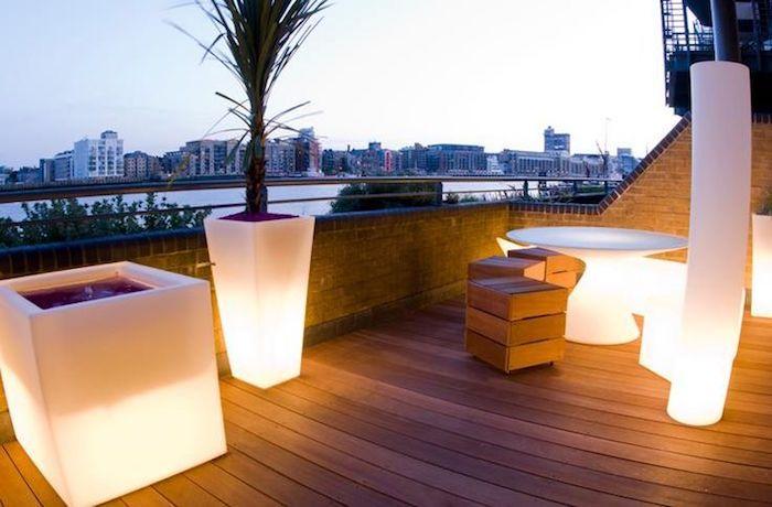 eclairage terrasse bois lanterne exterieur lumiere jardin idee ...