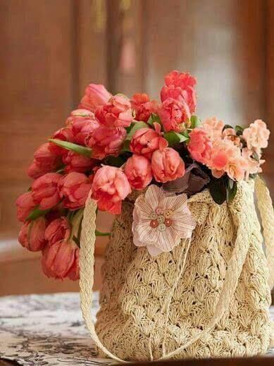 A Lélek erejéből való. ,Lélekölelés, Szeretet, Virághozó április,Úgy…