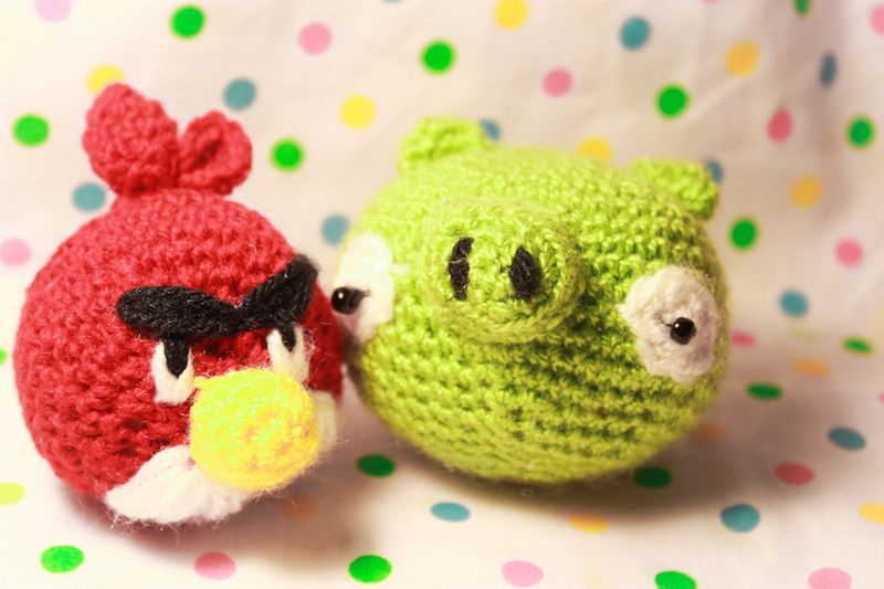 This pack includes two patterns:  The red angry bird.  The green angry bird's green pig.  Available in english and spanish.    *You will receive it...