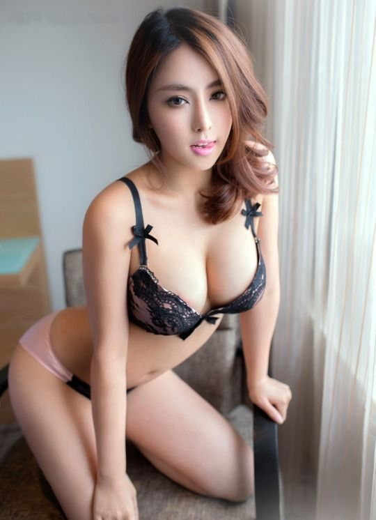 Chen Zi Rui 陈子睿 (aka Chen Si Fan 陈思凡, Auna Chen) is a sexy and hot Asian  model and Internet babe from Guangzhou, China.