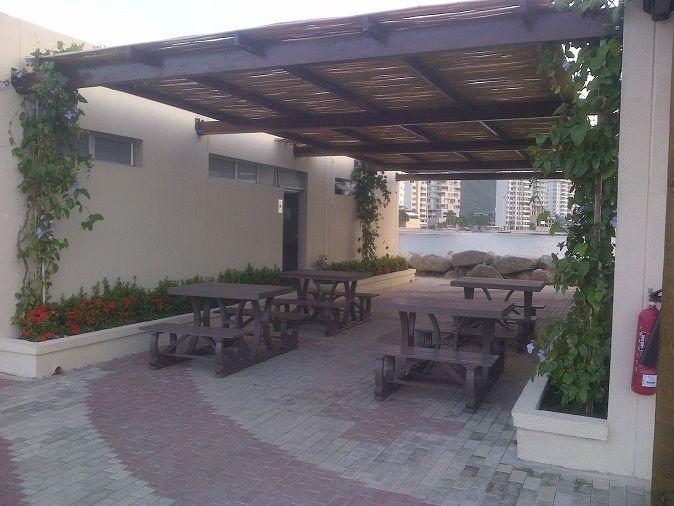 Mobiliario bar restaurante 0 madera pl stica wpc for Mobiliario para restaurante