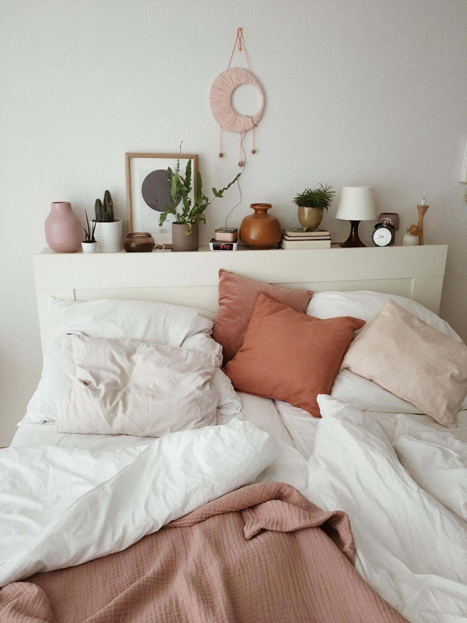 blue home accessories #home #accessories #homeaccessories Home Decor Advice Hier fllt es definitv schwer aufzustehen: nordmeise hat ihr Bett mit toller Deko versehen! #schlafzimmer #schlafzimmerdeko #bett #bathroomdiycheap