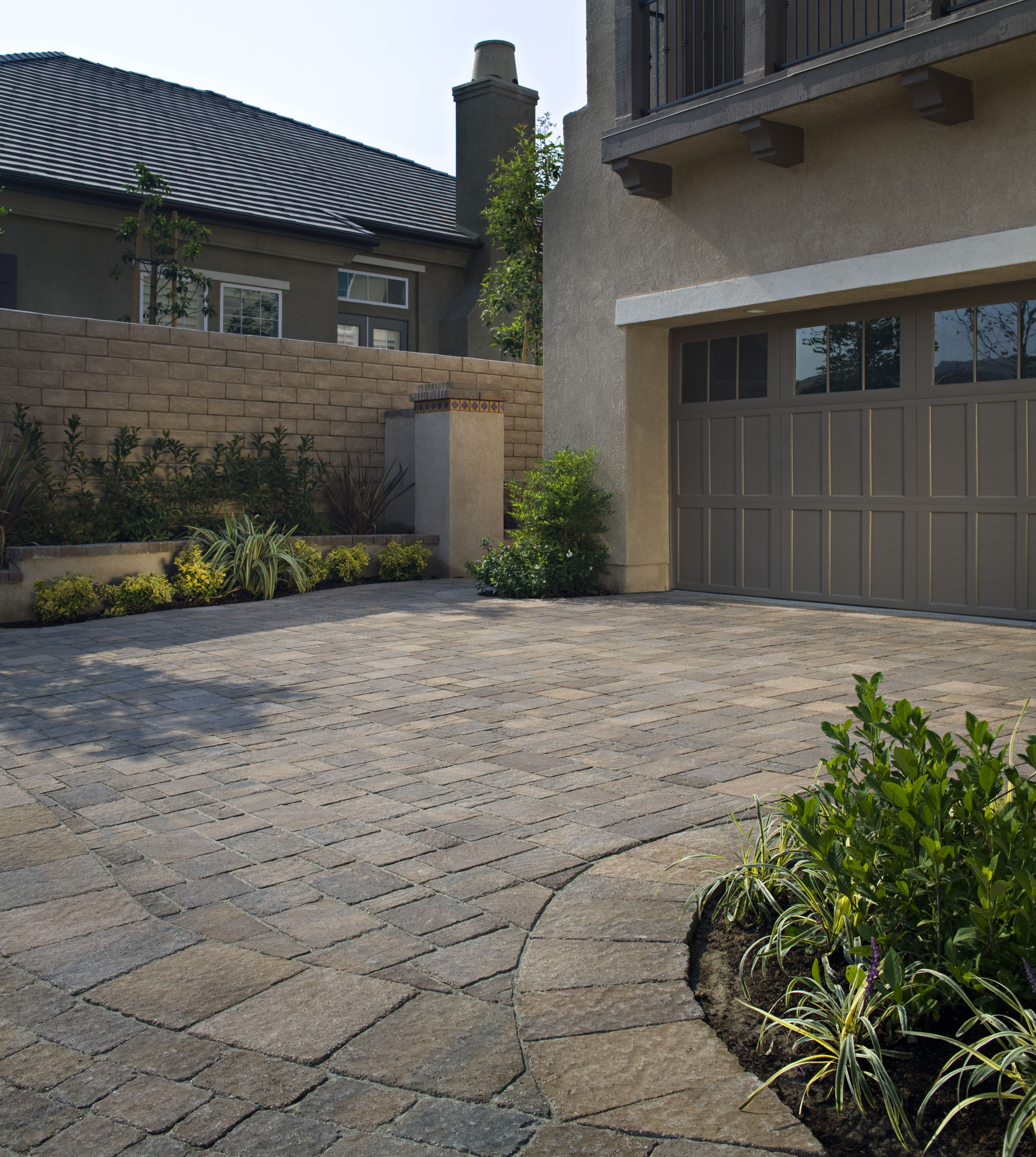 Driveway Paver With Cobblestone Look   Like Border Pavers Too