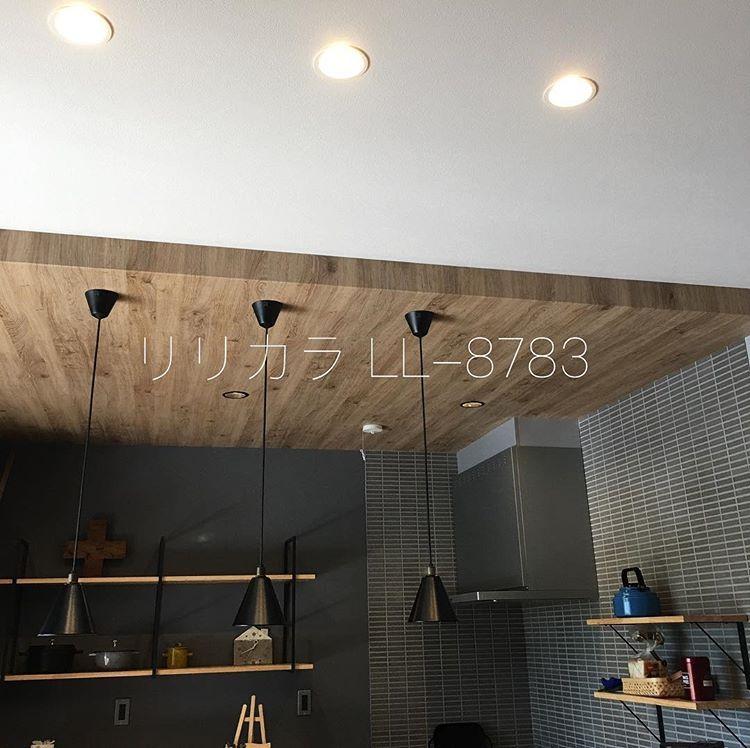 Happa To Ieはinstagramを利用しています キッチンこだわりポイント 下がり天井 最初の希望は木材で見せ梁のデザインだったのですが 予算に叶わず 設計士さんのご提案で 下がり天井と クロスでイメージづくりする事になりました 下がり天井