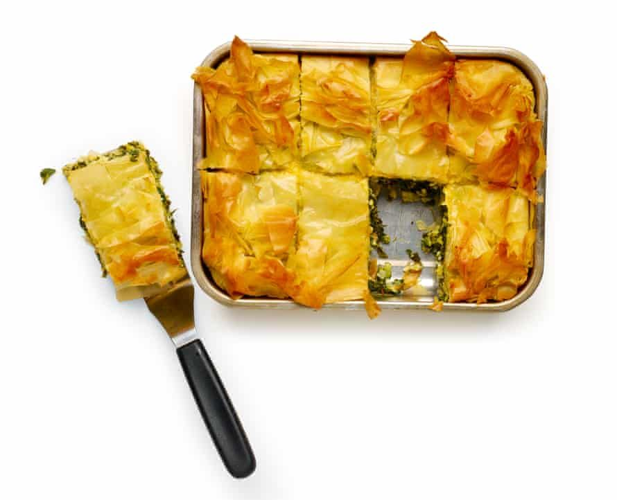 How To Make The Perfect Spanakopita Felicity Cloake Vegetable Dishes Vegetarian Main Dishes Spinach Feta Pie