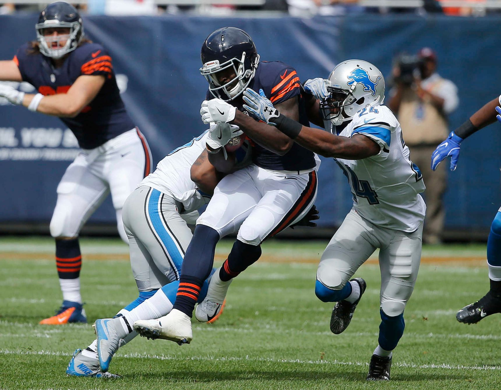 Hoyer Leads Bears Past Lions Nfl Football Games Detroit Lions Nfl