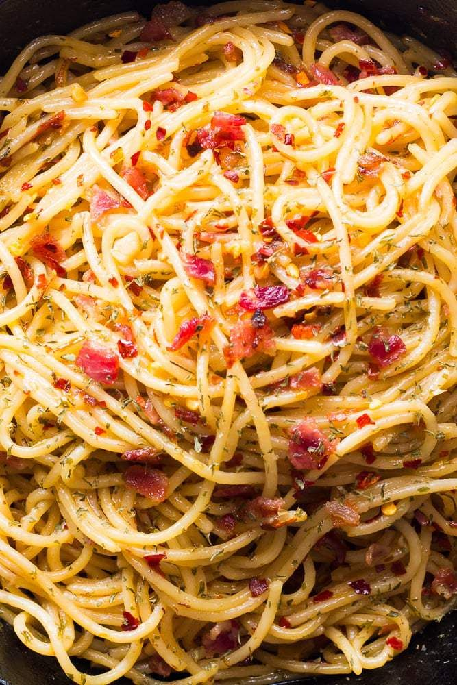This Smoky Spicy And Super Easy 5 Ingredient Bacon Spaghetti Aglio Olio Recipe Is Perfect For The Bacon Lover 20 Minutes Olio Recipe Spagetti Recipe Recipes