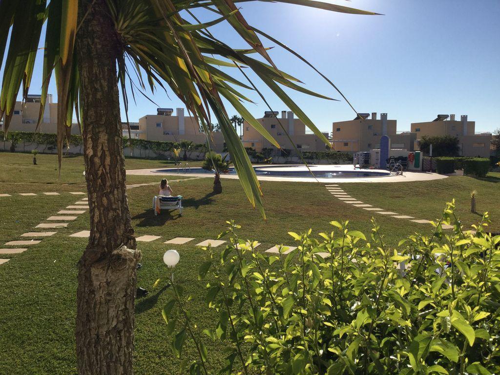 Beautiful Bungalow Sleeps 6 Private Pool 10 Minute Walk