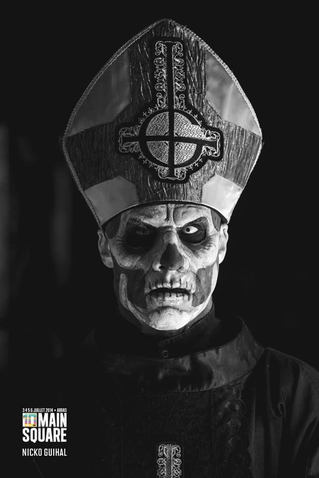 © Nicko Guihal // Papa Emeritus II.