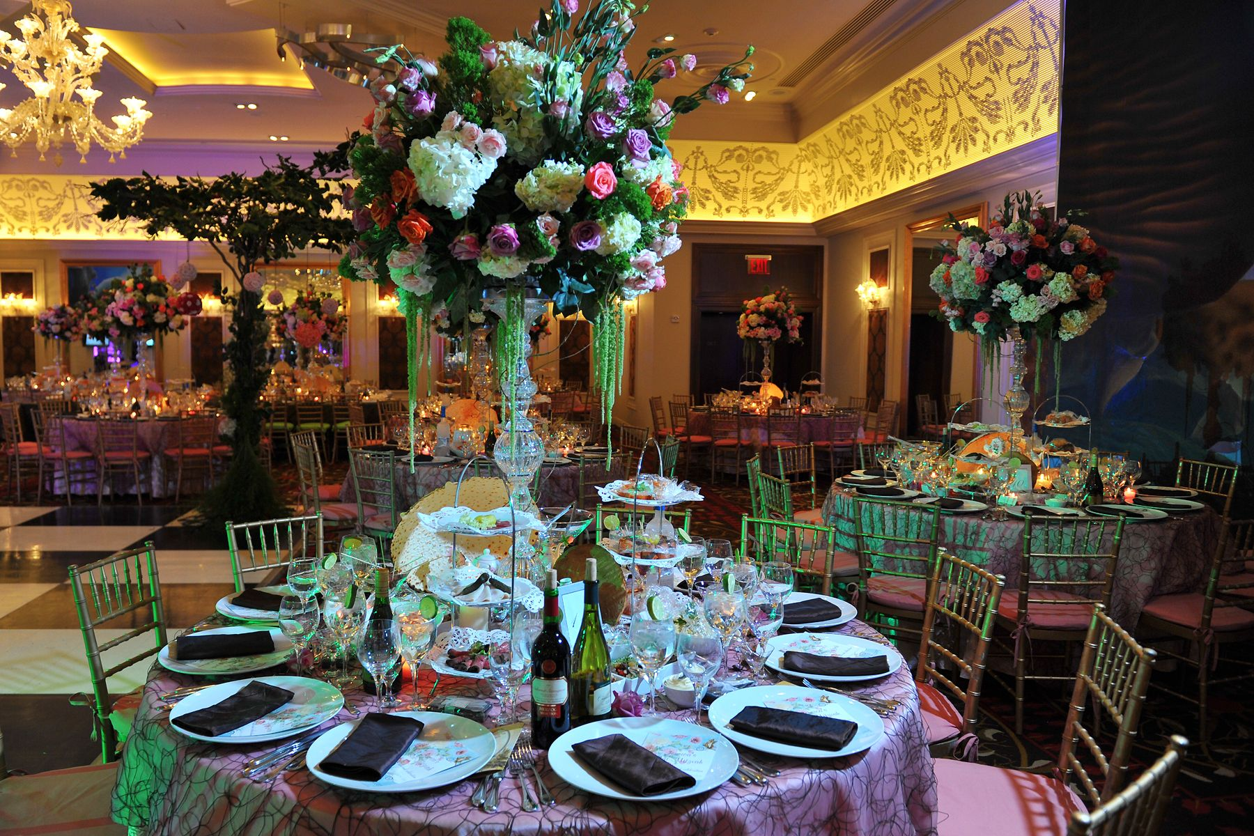 Floral Centerpiece & Table setting | Alice in Wonderland Theme B-Day ...