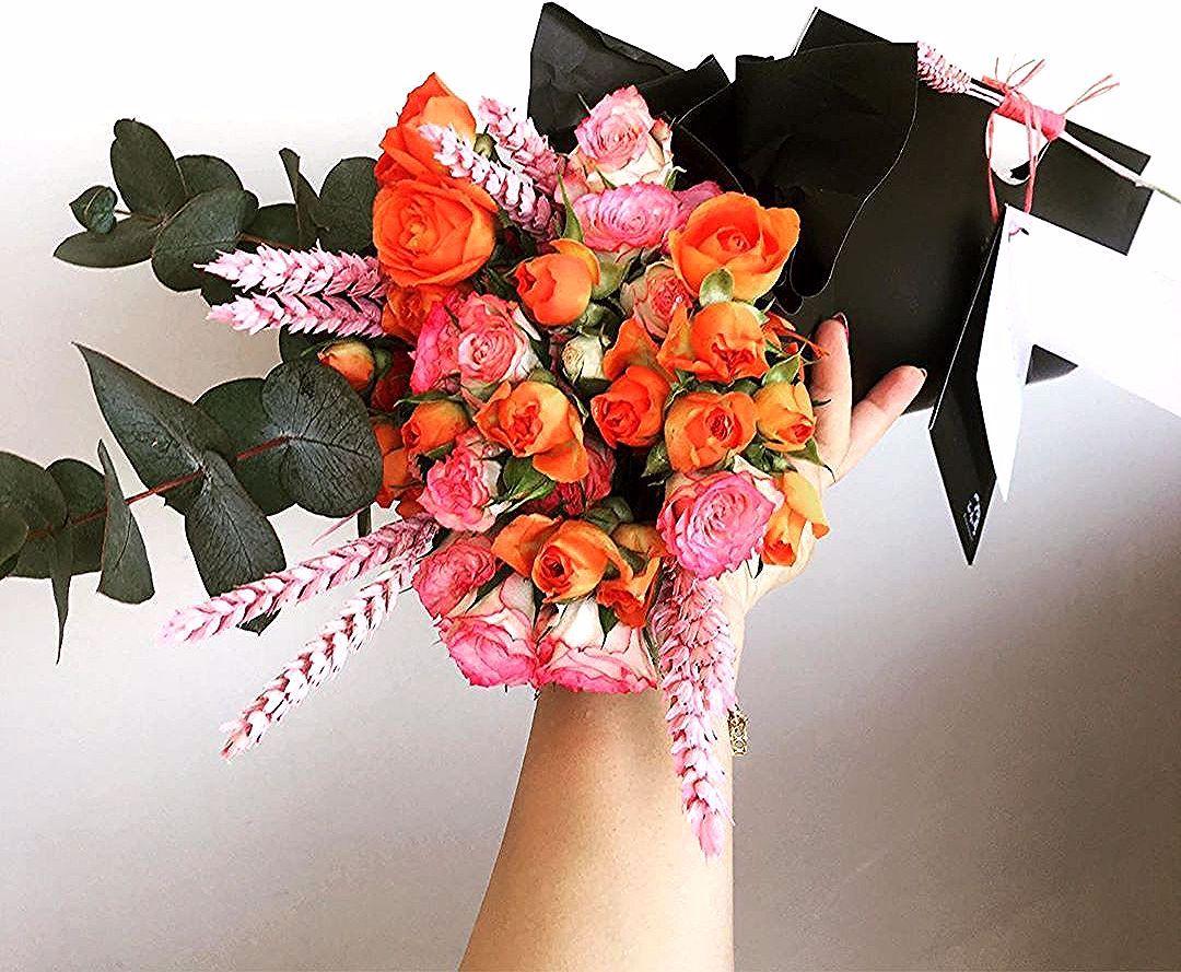Flower Bag You Can Choose The Flowers Color جنطة الورد ألوان الورد من اختياركم Price 10kd السعر 10kd للإستفسار 94411355 ورد ج Flowers