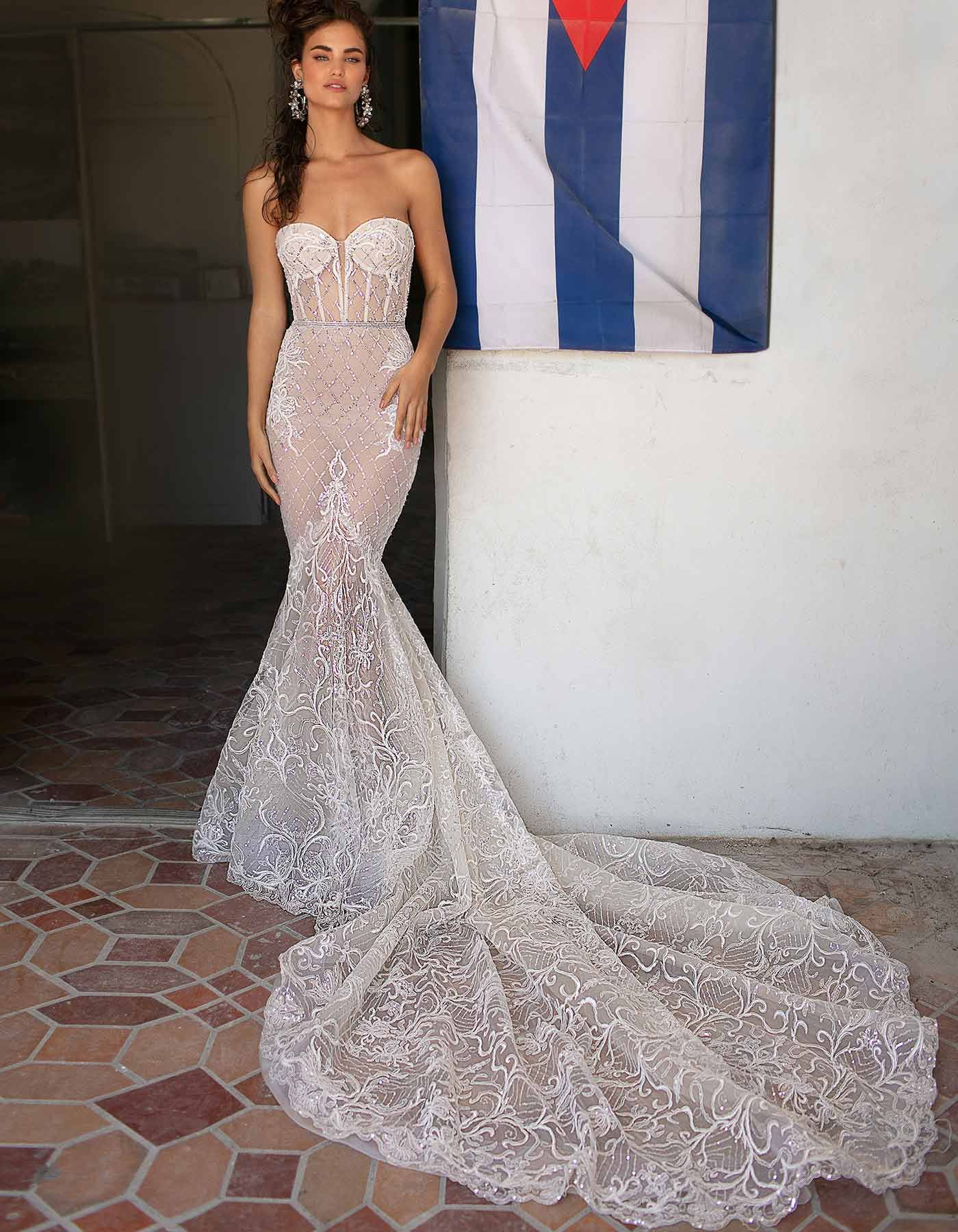 059dd375bfac2 19-03 by BERTA from the SS 2019 Miami Collection | #RaffaeleCiuca #BERTA  #BertaBride #DesignerWeddingDress #Fashion #Designer #Bride #BrideInspo  #Strapless ...