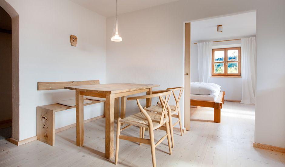 Ingrid Haidl-Madl hat sich mit dem Umbau ihres Elternhauses den Traum vom Wohnen und Arbeiten an einem Platz erfüllt. Das 300 Jahre alte Gebäude beherbergt nicht nur die Wohnung der Familie, sondern auch einen kleinen ...